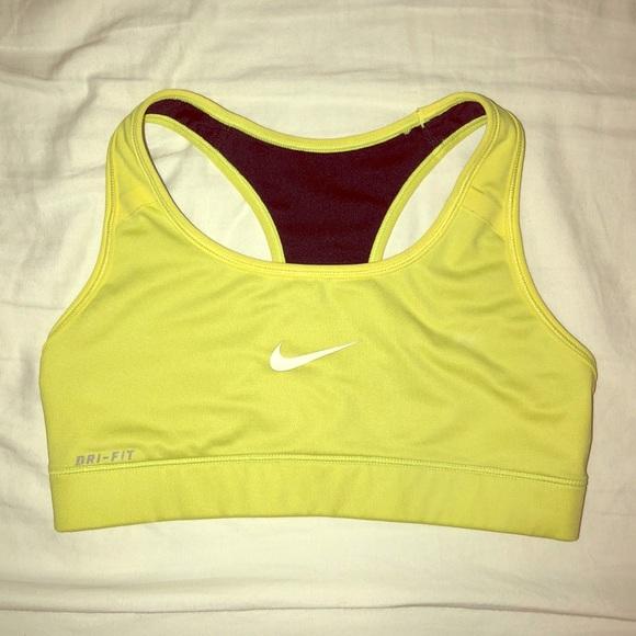 5202bac8b92f5 Nike Dri Fit Sports Bra - Neon. M 5aa0a8d73b1608efbfac7e47